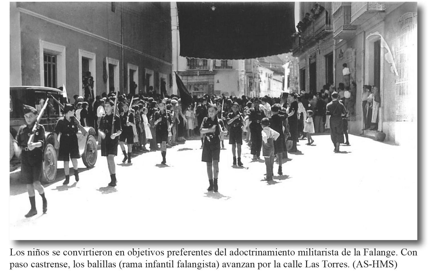 C/ las Torres. Los balillas (jóvenes falangistas)