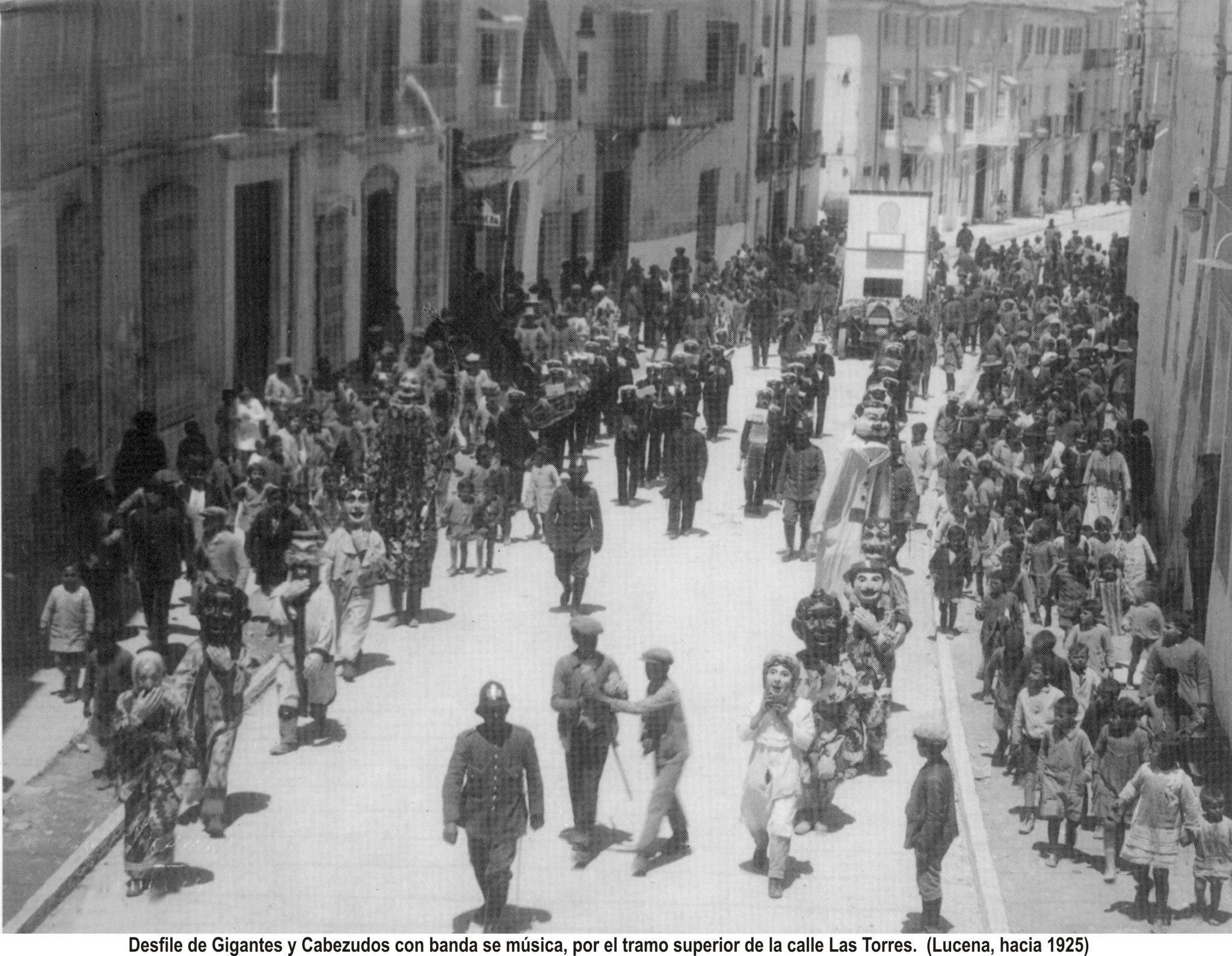 Desfile de Gigantes y cabezudos. Las Torres. 1925