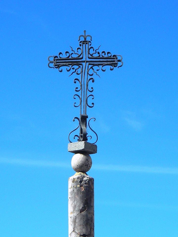 Cruz de la Barrera. Equilibrio con elementos geométricos.